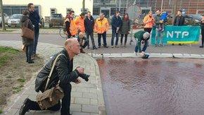 Straat in Deventer onder water gezet voor onderzoek naar klimaatbestendigheid